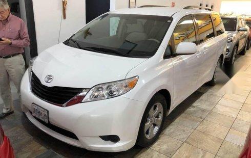 Quiero vender cuanto antes posible un Toyota Sienna 2011
