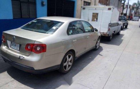 Un Volkswagen Bora 2007 impecable te está esperando