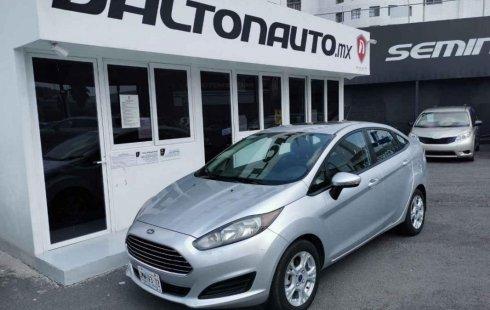 Pongo a la venta cuanto antes posible un Ford Fiesta en excelente condicción