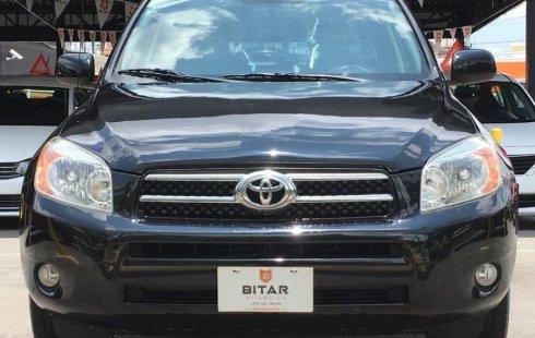 Un Toyota RAV4 2007 impecable te está esperando