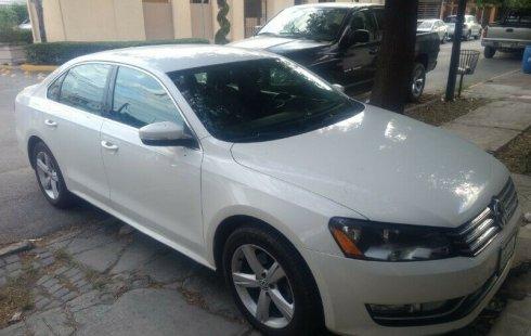 Quiero vender urgentemente mi auto Volkswagen Passat 2015 muy bien estado