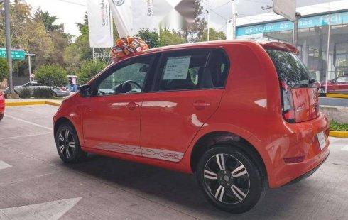 Un carro Volkswagen Up! 2018 en Benito Juárez