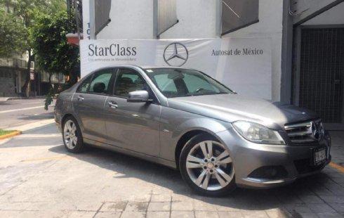 Vendo un carro Mercedes-Benz Clase C 2012 excelente, llámama para verlo