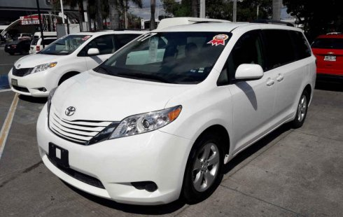 Quiero vender inmediatamente mi auto Toyota Sienna 2017
