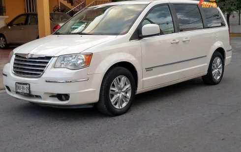 Chrysler Town & Country Touring Limited 2010