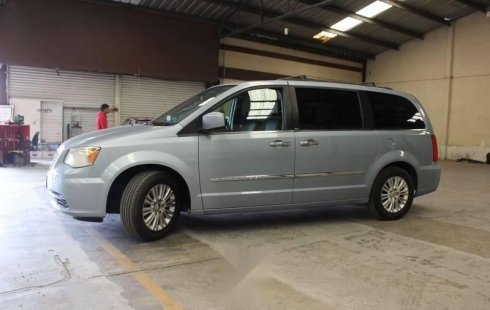 Chrysler Town & Country 2013 impecable