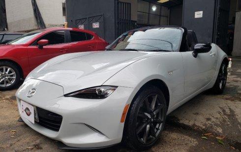 Pongo a la venta cuanto antes posible un Mazda MX-5 en excelente condicción a un precio increíblemente barato