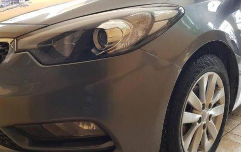 Vendo un carro Kia Forte 2016 excelente, llámama para verlo
