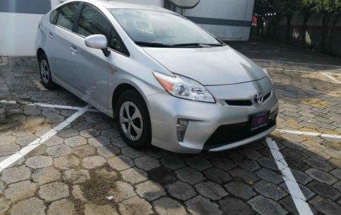 Vendo un carro Toyota Prius 2015 excelente, llámama para verlo