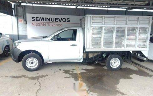 Un carro Nissan NP300 2017 en Texcoco