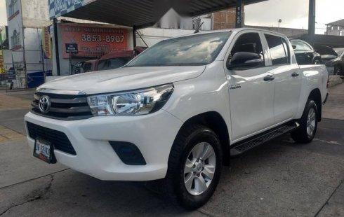 Carro Toyota Hilux 2017 en buen estadode único propietario en excelente estado