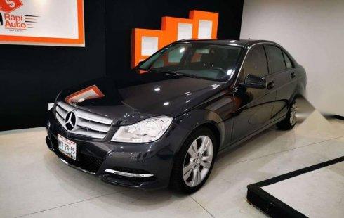 Quiero vender inmediatamente mi auto Mercedes-Benz Clase C 2013 muy bien cuidado