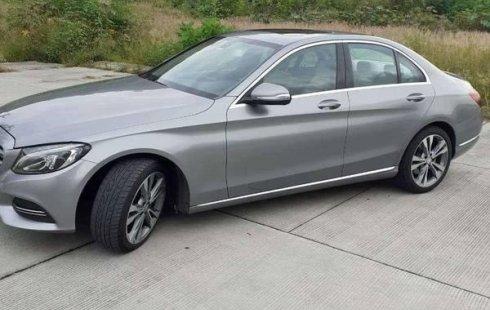 Carro Mercedes-Benz Clase C 2015 en buen estadode único propietario en excelente estado