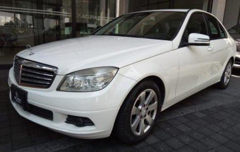 Carro Mercedes-Benz Clase C 2010 en buen estadode único propietario en excelente estado