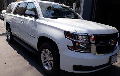Quiero vender urgentemente mi auto Chevrolet Suburban 2017 muy bien estado