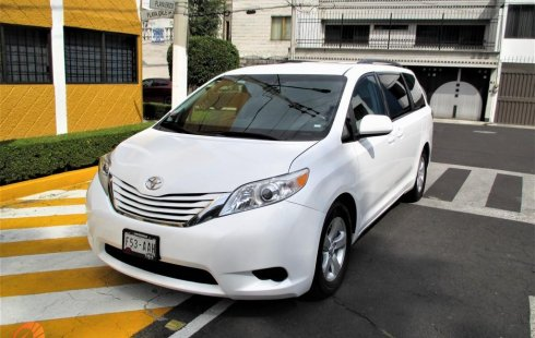 Toyota Sienna LE 2015