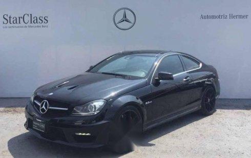 Quiero vender urgentemente mi auto Mercedes-Benz Clase C 2014 muy bien estado