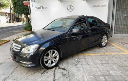 Vendo un Mercedes-Benz Clase C en exelente estado
