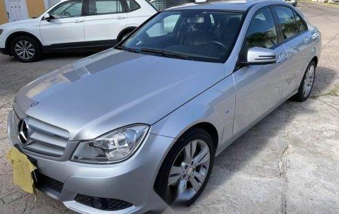 En venta carro Mercedes-Benz Clase C 2012 en excelente estado