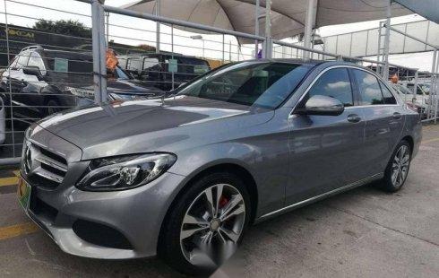 Un Mercedes-Benz Clase C 2016 impecable te está esperando