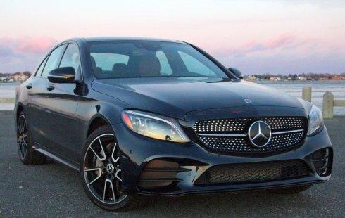 Un Mercedes-Benz Clase C 2019 impecable te está esperando