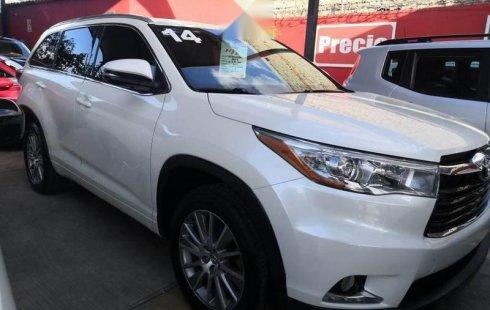 Quiero vender urgentemente mi auto Toyota Highlander 2014 muy bien estado