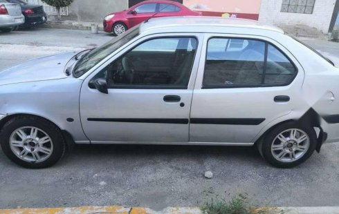 Carro Ford Ikon 2004 en buen estadode único propietario en excelente estado