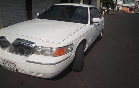 Quiero vender urgentemente mi auto Ford Grand Marquis 2001 muy bien estado