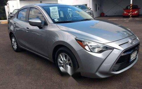 Quiero vender un Toyota Yaris en buena condicción