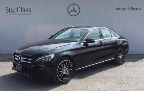 Un Mercedes-Benz Clase C 2017 impecable te está esperando