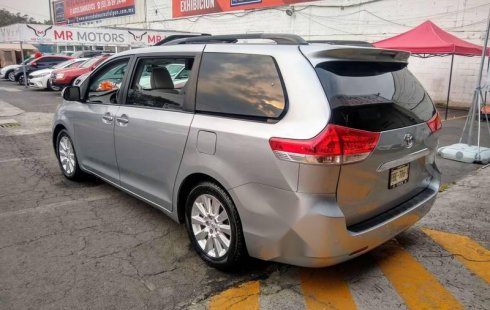 Toyota Sienna 2013 impecable