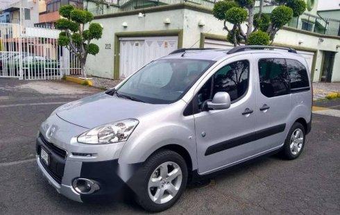 Se vende un Peugeot Partner Tepee 2015 por cuestiones económicas