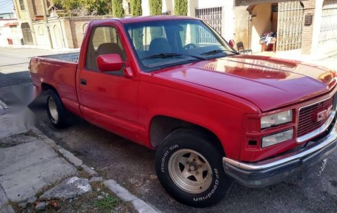 Un Chevrolet 1500 1994 impecable te está esperando