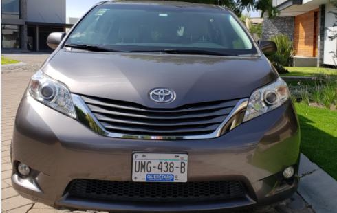 Toyota Sienna XLE PIEL 2014, Gris , Único DUEÑO