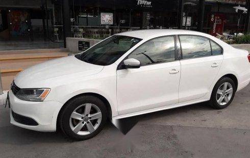 Quiero vender un Volkswagen Jetta en buena condicción