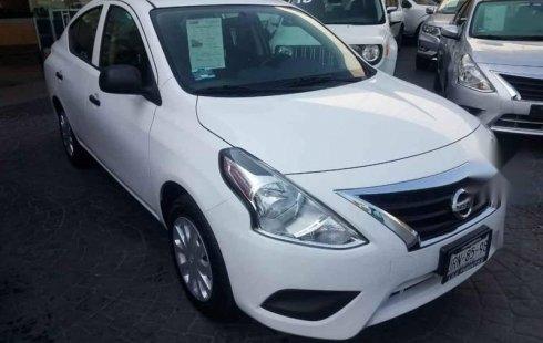 Un carro Nissan Versa 2019 en Zapopan