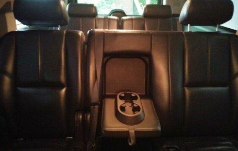 Vendo un carro Chevrolet Suburban 2007 excelente, llámama para verlo