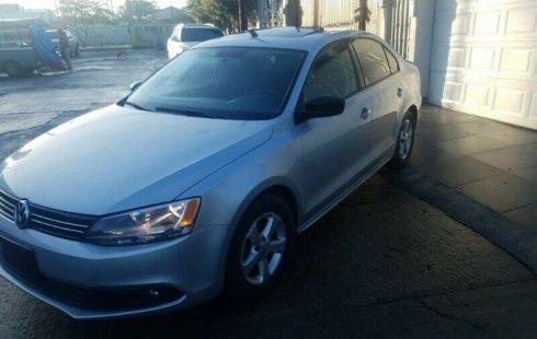 Quiero vender urgentemente mi auto Volkswagen Jetta 2013 muy bien estado