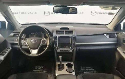 Se vende un Toyota Camry 2012 por cuestiones económicas