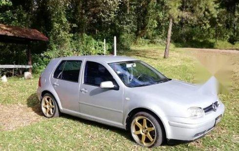 Se vende un Volkswagen Golf 2001 por cuestiones económicas