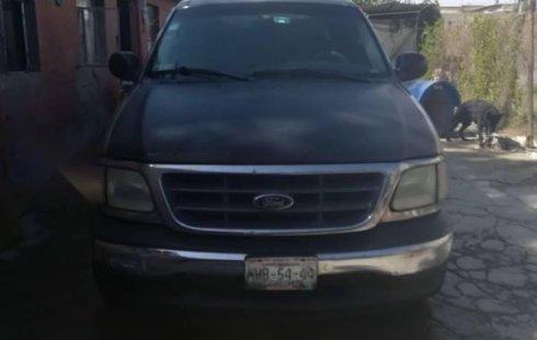 Vendo un carro Ford F-150 2003 excelente, llámama para verlo