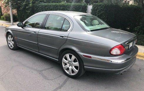 Carro Jaguar X-Type 2005 en buen estadode único propietario en excelente estado