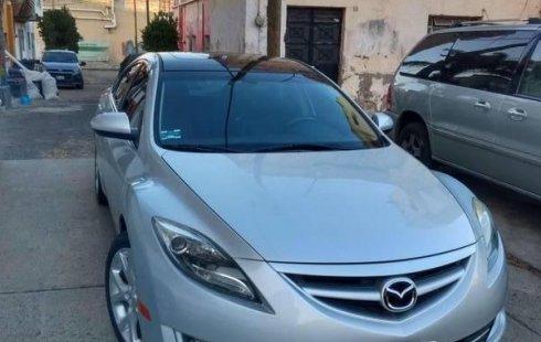 Un carro Mazda 6 2012 en Zapopan