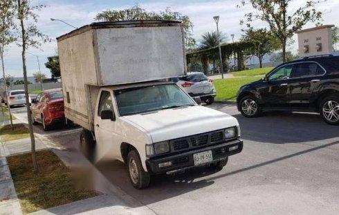 Pongo a la venta cuanto antes posible un Nissan Chasis en excelente condicción
