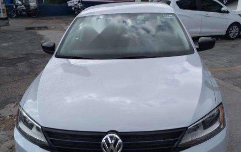 Un Volkswagen Jetta 2018 impecable te está esperando