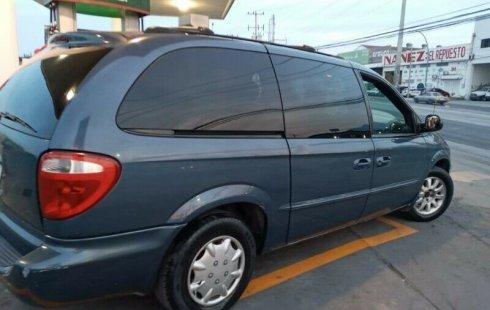 Chrysler Town & Country impecable en Nuevo León