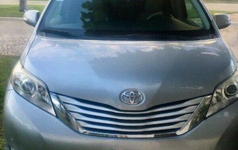 Tengo que vender mi querido Toyota Sienna 2014