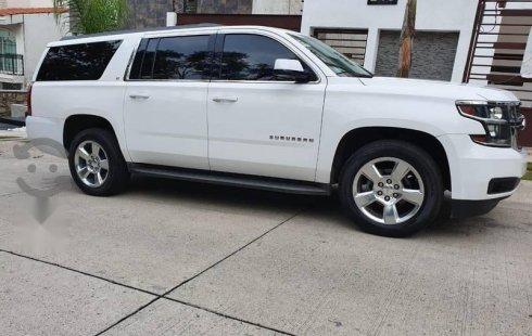 Vendo un carro Chevrolet Suburban 2015 excelente, llámama para verlo