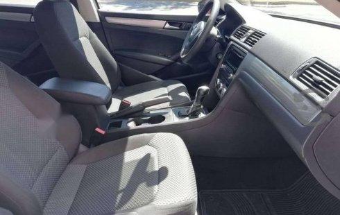 Pongo a la venta cuanto antes posible un Volkswagen Passat que tiene todos los documentos necesarios