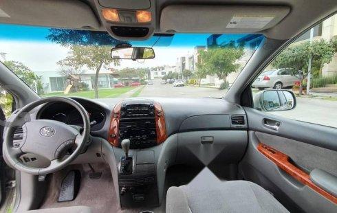 Se vende urgemente Toyota Sienna 2010 Automático en Zapopan